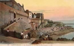 Saint Malo Les Remparts Et La Plage De Beau Secours Animée - Saint Malo