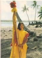 Tahiti - Tahitian Girl Dressed In Costume Of Her Ancestors - CPM° - Tahiti