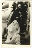 POPE John Paul Ll Knee Down On Polish Soil Kiss The Ground Originals Photo 15x10 Cmm - Personnes Identifiées