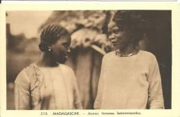MADAGASCAR JEUNES FEMMES BETSIMISARAKA - Madagascar