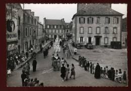 Cpsm Du  29  Ploudalmézeau  Rue De La Poste La Procession Des Costumes Du Pays   BHU38 - Ploudalmézeau