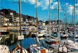 CPM N°52 - COURSEULLES SUR MER 14 Calvados -  Le Port De Plaisance - France