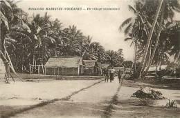 Oceanie- Ref 56- Mission Mariste D Oceanie- Un Village Salomonais  -  Carte Bon Etat  - - Solomon Islands