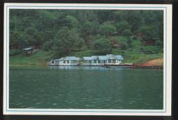 Malaysia Old Post Card 1990 Floating Chalets At Pulau Banding In Temenggor Lake Along East West Highway, Gerik, Perak. - Malaysia