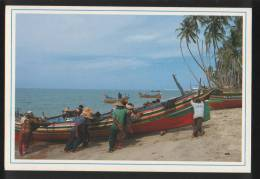 Malaysia Old Post Card 1990 Fisherman Pushing Fishing Boat To Dry Land At The Sabak Beach, Kota Bharu Kelantan - Malaysia