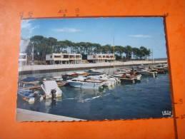 17) Cap Ferret: La Vigne  :port De Plaisance  : Dentelee 1 Accroc - Altri Comuni