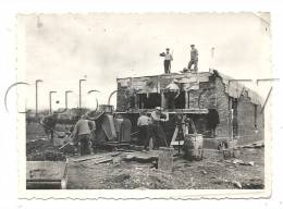Mouy (60) : Ouvriers Travaillant Sur Chantier De Construction, Peut-être La Gare En 1910 (animée) PHOTOGRAPHIE RARE. - Lieux