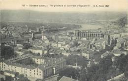 38-56 CPA VIENNE Vue Générale Et Casernes D'infanterie   Belle Carte - Vienne