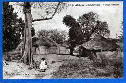 AFRIQUE OCCIDENTALE VILLAGE INDIGENE - Cartes Postales