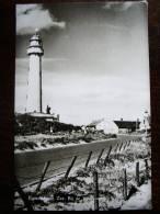 EGMOND AAN ZEE - Verzonden In 1957 - Bij De Vuurtoren - Echte Foto -  Lot VO 1 - Egmond Aan Zee