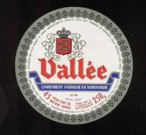 Etiquette De Fromage Camembert  -  Vallée SA à Clécy (Calvados) - Fromage