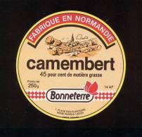 Etiquette De Fromage  Camembert  -  Bonneterre  -   14 AF (Calvados) - Quesos