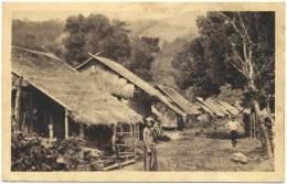 CPA -  INDOCHINE Et INDE - Village Birman  -  Animation Typique  (TBE) - Postcards