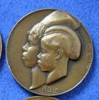 MEDAILLE ART DECO 1930 FEMMES PEULS Emile MONIER Guinée Colonie Afrique Française Bronze - France