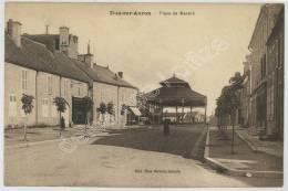 (Dun-sur-Auron) Place Du Marché. - Dun-sur-Auron