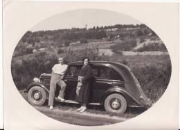 PHOTO 155 X 115mm - Couple Près De Leur VOITURE RENAULT - AUTOMOBILE - A SITUER-LOCALISER - - Cars