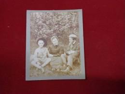 Photo De Famille -papa Maman Et Enfant -.10x7.5cm-tenue Du Dimanche Chapeau Casquette Etc... - Photos