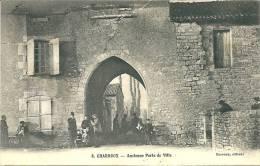 Cpa CHARROUX (86) - Ancienne Porte De Ville - Animée - Charroux