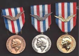 """3 Médailles D´Honneur De L´AERONAUTIQUE - ( Degrés """"Bronze"""" """"Argent"""" Et """"Or"""" ) - France"""