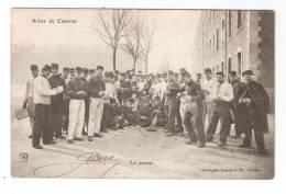 CPA : Scène De Caserne : Les Patates : Groupe De Soldats épluchant Des Pommes De Terre - Caserme