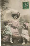 Tres Jolies Petites Filles Colorisée Avec Maman Ombrelle Balançoire - Groupes D'enfants & Familles