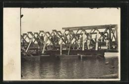 CPA Pioniere Beim Bau Einer Brücke über Einen Fluss - War 1914-18