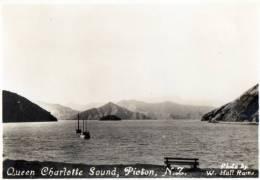 Queen Charlotte Sound, Picton, New Zealand - Hall Raine - Vintage View Card 8.5 X 7 Cm, Unused - New Zealand