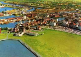 00622  Blick Auf Den Seepavillon, Donners Hotel Und Den Leuchtturm In CUXHAVEN - Cuxhaven