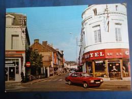 Aulnoye-Aymeries (59 ) Belle Ford Taunus  Place De La Gare - Aulnoye