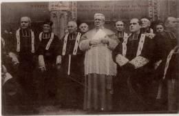 Nantes Manifestations Du 22 Février 1906 A L Occasion Des Inventaires L Eveque Entouré Du Chapitre Attend L Arrivée De L - Nantes