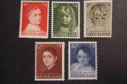 NETHERLANDS  1957  NVPH  702/06   MNH**   (SUR 108-050) - 1949-1980 (Juliana)