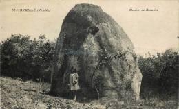Réf : T-12- 106  : Avrillé Mégalithe Menhir - Non Classés