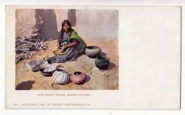 "NATIVE AMERICANS ""MOKI INDIAN WOMAN, MAKING POTTERY"" Nr. 5511 OLD POSTCARD - Native Americans"