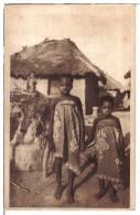 SAVALOU (Dahomey) - CPA - Fétiche Et Jeunes Indigènes ... Enfants, Afrique, Case - Dahomey
