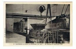 NIEUL LES SAINTES -   ST GEORGES DES COTEAUX  - 17 - LA  LAITERIE - CARTE PHOTO  - LA CASEINE EST SORTIE DES CUVES - France