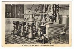 NIEUL ST GEORGES , SAINTES  - 17 - LA  LAITERIE - 2 CARTE PHOTO -  - LES ECREMEUSES ARRETEES - LES MACHINES - France