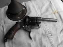 Petit Lefaucheux Avec Curieux Extracteur Dans Crosse, Système,revolver,pistolet, Gros Ressort Présent, Petit HS - Zonder Classificatie