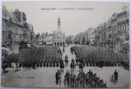 80 : Péronne 1912 - La Grand'Place - The Great Place - Animée - Défilé Militaire - Peronne
