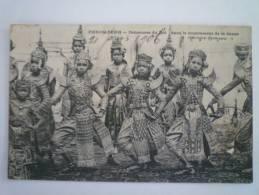 CAMBODGE  -  PHNOM-PENH  :  Danseuses Du Roi Dans Le Mouvement De La Danse. - Cambodia