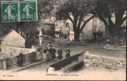 Lanuejols Le Pont Et La Place Animée - Non Classés