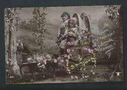 Petite Calèche Et Cheval De Bois, Conduit Par Deux Enfants. Photo. - Scènes & Paysages