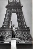 Robert DOISNEAU Au Pont Mirabeau 1969 Nouvelles Images PH 0137, Tour Eiffel, Statue Liberte - Doisneau