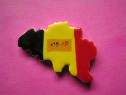 Feve PERSO En Porcelaine ♥ DRAPEAU BELGE ♥ Serie 175 ANS DE BELGIQUE 2007 ( Feves ) - Pays