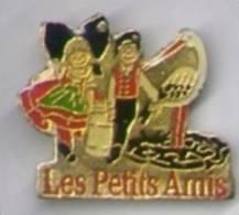 Les Petits Amis, Les Bretons, Bretagne - Villes