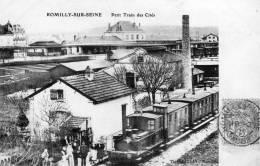 ROMILLY SUR SEINE - LE PETIT TRAIN DES CITES - BELLE CARTE ANIMEE  AVEC LE TRAIN A L'ARRET ET LES VOYAGEURS - PEU COURAN - Romilly-sur-Seine
