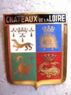 ANCIENNE PLAQUE DE CALANDRE DE VOITURE EMAILLEE ANNEE 1950 CHATEAUX DE LA LOIRE EXCELLENT ETAT AUCUNS ECLATS DRAGO PARIS - Automotive