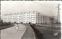 57 - GUENANGE - Boulevard De La Division Leclerc - Dentelée - Format  8,9 X 14 - Autres Communes