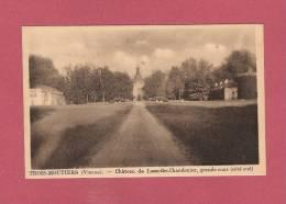 *  CPSM..(86 )..TROIS MOUTIERS :  Château De Lamothe-Chandenier , Grande Cour ( Côté Sud )  - 2 Scans - - Other Municipalities