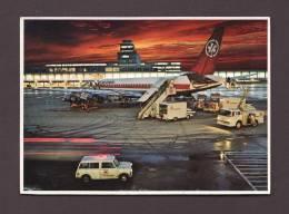 AVIONS - AVIATION - MONTRÉAL AIRPORT - INTERNATIONAL AÉROPORT - AIR CANADA - CAMIONS DE SERVICES - Aerodrome