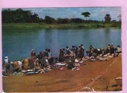 CPM 10*15/M806/GABON MOUILA LAVEUSES 1974 VOIR SCAN PLIURES - Gabon